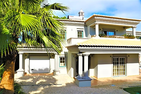 Charming Exceptional Villa In Algarve