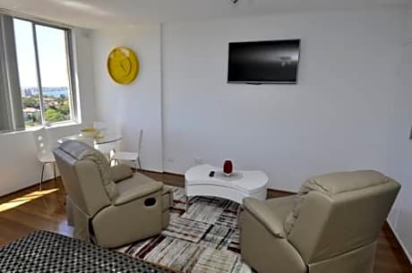 Neutral Bay Fully Self Contained Modern 1 Bed Apartment