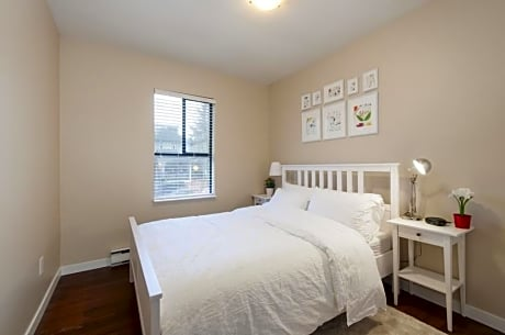 2BR Pad in Downtown Vancouver by Namastay