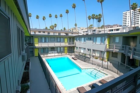 Hollywood Apartments