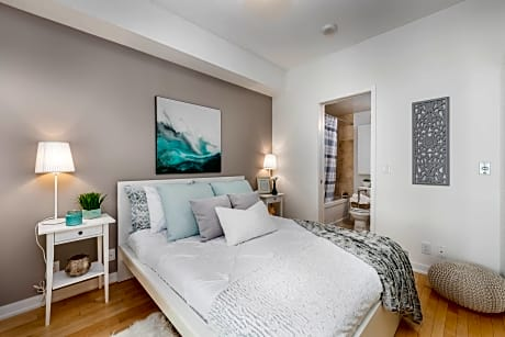QuickStay Charming & Luxurious Downtown Condo