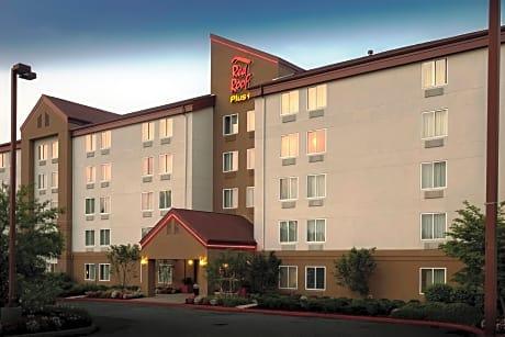 Red Roof PLUS+ Long Island   Garden City Westbury   Westbury Hotels   NY At  Getaroom