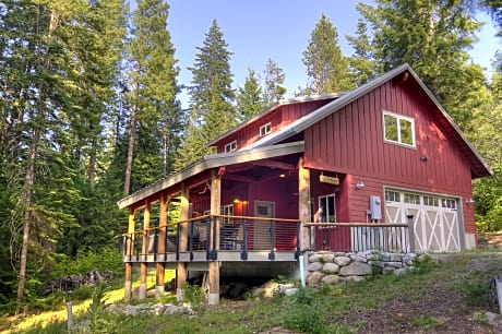 Fish Lake Loft - One Bedroom Cabin with Hot Tub