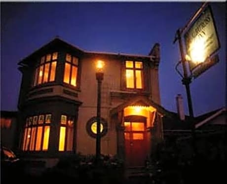 Albatross Inn Bed & Breakfast