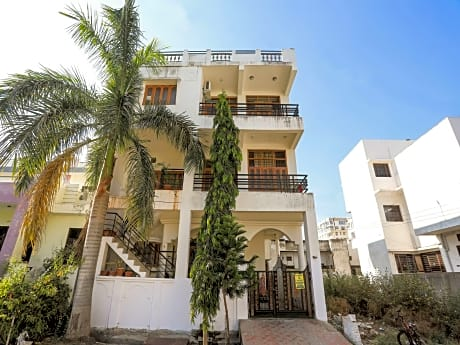 Oyo 10287 Home 3BHK Villa Near Lake City Mall