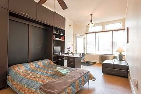 Spacious Bachelor Apt Offered By Short Term Stays