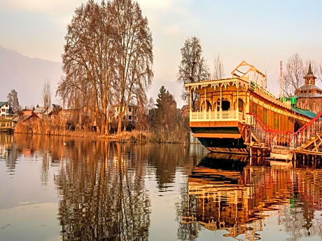 Naaz Kashmir Luxury Houseboat