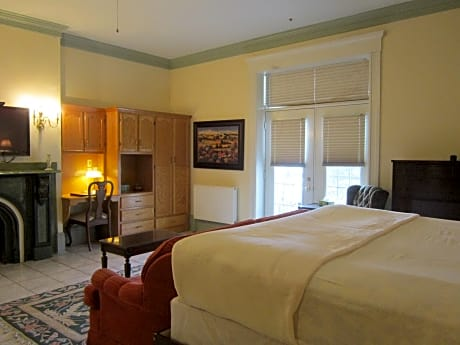 Chipman Hill Suites - Senator Dever House