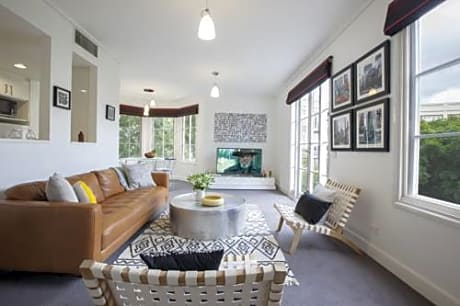 Boutique Stays - Wellington Mews Apartment in East Melbourne
