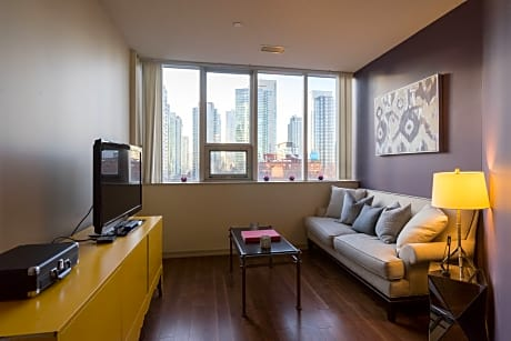 Applewood Suites - 2 BDRM King West