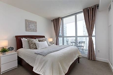 QuickStay - Premium 2-Bedroom with CN Tower & Lake Views