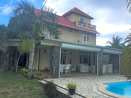 Tropical Villa 5 Min To The Beach