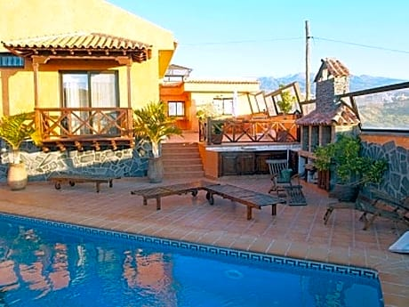 House With 5 Bedrooms in Granadilla, With Wonderful Mountain View, Pri